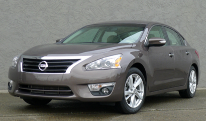 A three-quarter front view of a 2013 Nissan Altima 2.5 SV