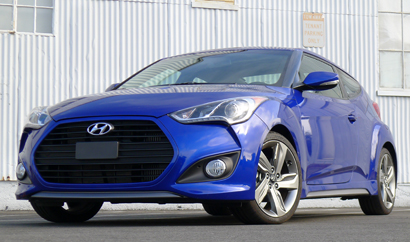 A three-quarter front view of the 2013 Hyundai Veloster Turbo A/T