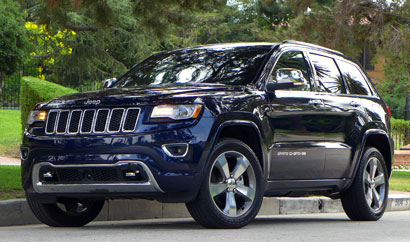 A three-quarter front view of the 2014 Jeep Grand Cherokee Overland 4x4