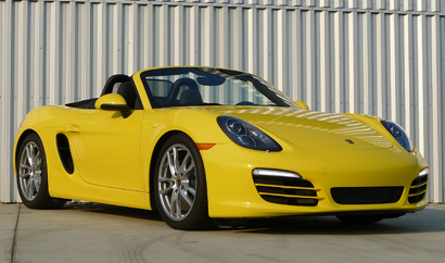 A three-quarter front view of the 2014 Porsche Boxster