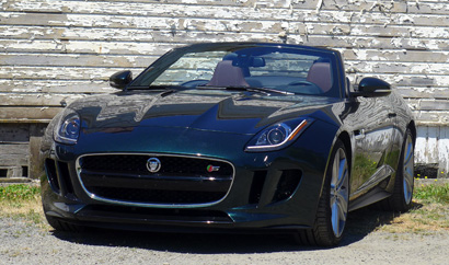 A three-quarter front view of the 2014 Jaguar F-TYPE V8 S