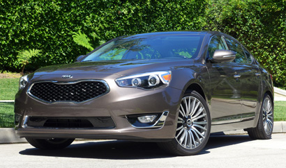 A three-quarter front view of the 2014 Kia Cadenza