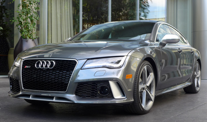 A three-quarter front view of the 2014 Audi RS 7 quattro Tiptronic