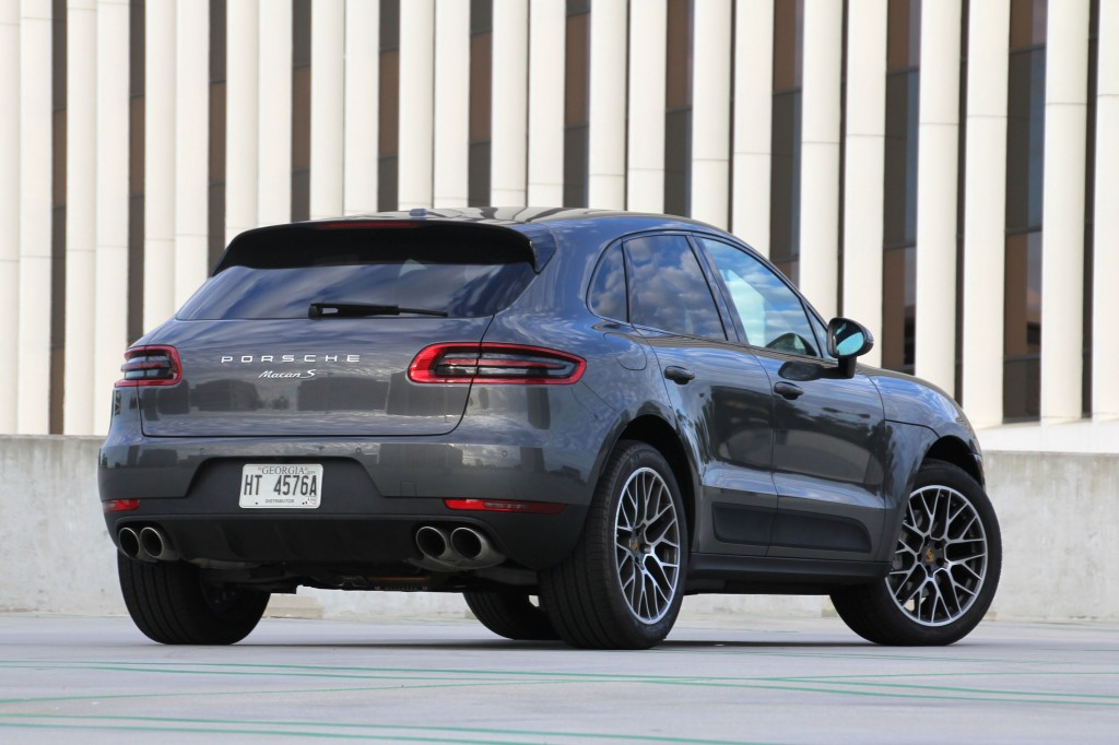 2015 Porsche Macan Rear three quarter View