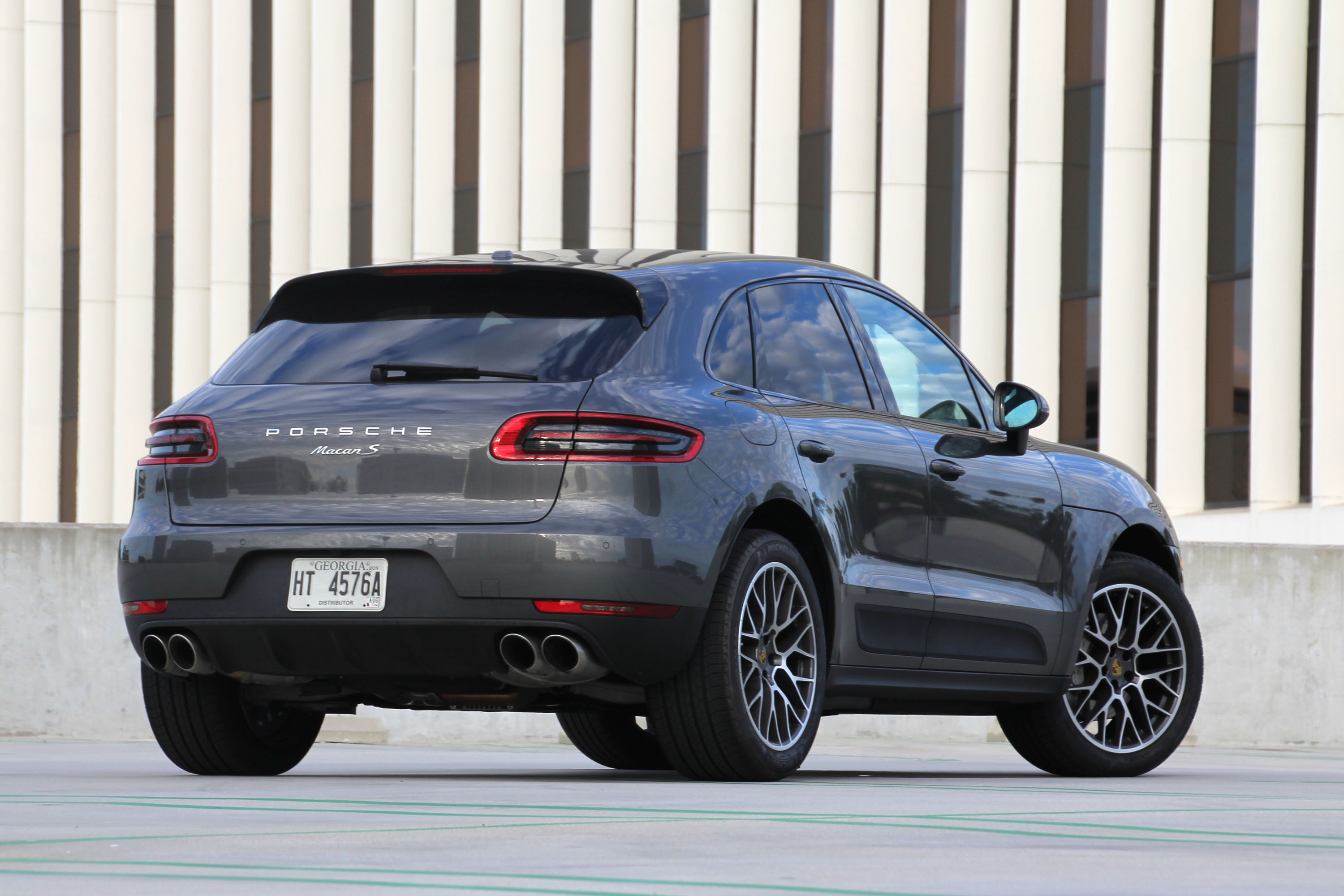 the motoring world porsche to see macan take over from the cayenne as the usa 39 s best selling model. Black Bedroom Furniture Sets. Home Design Ideas