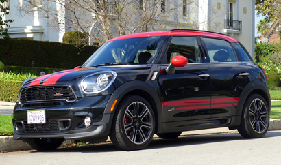 A three-quarter front view of the 2014 Mini John Cooper Works Countryman