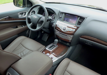 An interior view of the 2014 Infiniti QX60 3.5 AWD