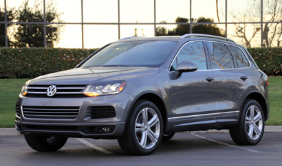 A three-quarter front view of the 2014 Volkswagen Touareg TDI R-Line