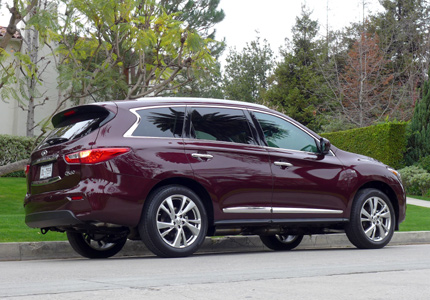 A three-quarter rear view of the 2014 Infiniti QX60 3.5 AWD