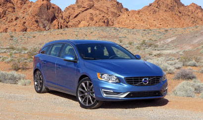 A three-quarter front view of the 2015 Volvo V60