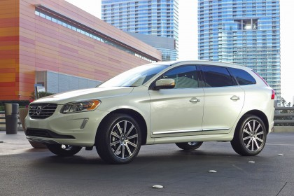 Volvo XC60 front three quarter view