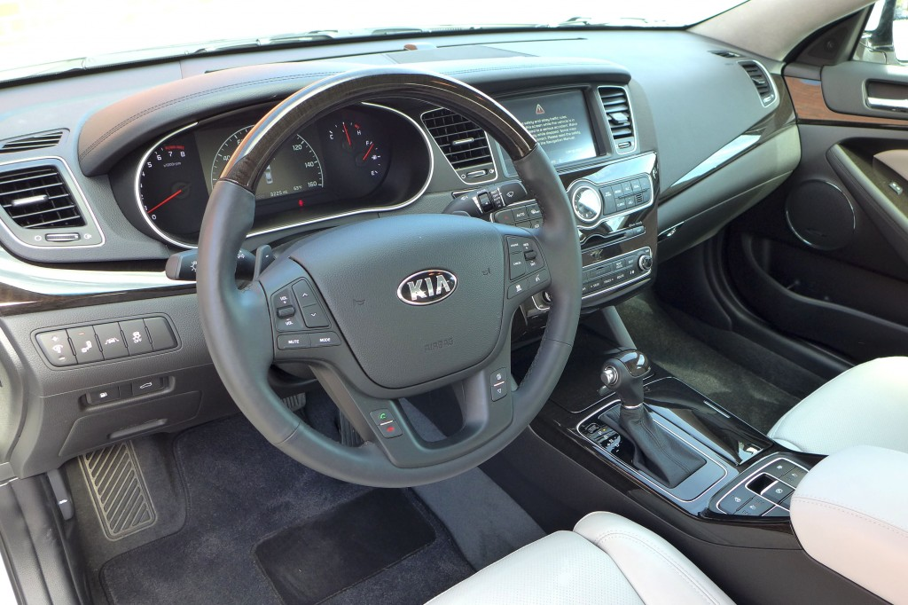 2014 Cadenza Limited interior