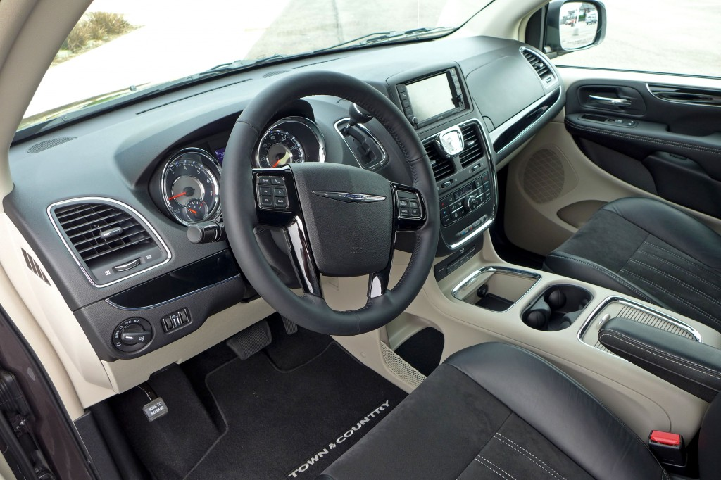 2014 Town and Country dashboard