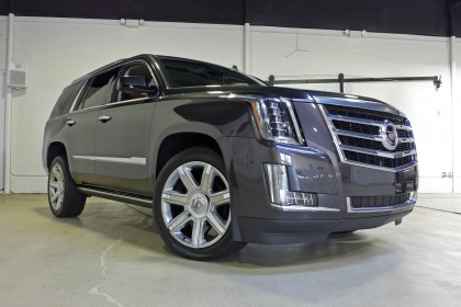 2015 Cadillac Escalade Front three quarter view