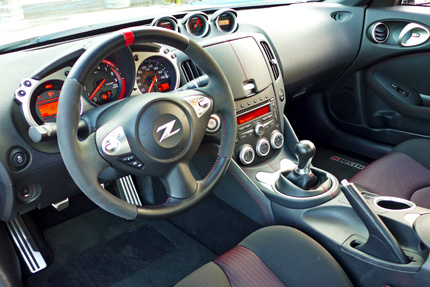 370Z-Nismo-Interior-and-Steering-Wheel