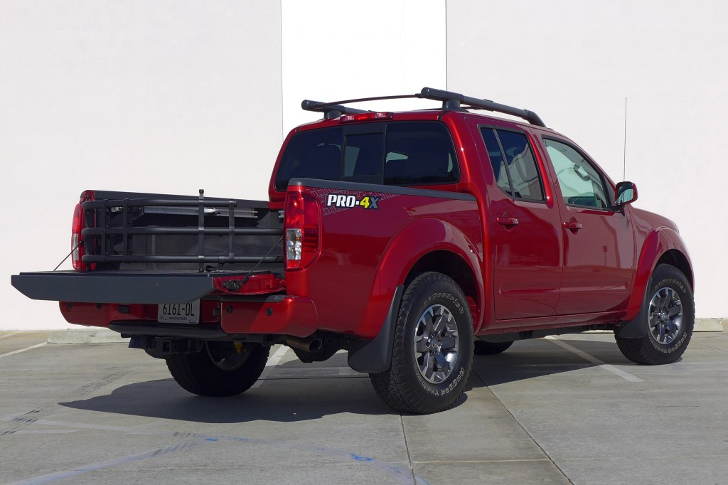 2014 nissan frontier pro 4x review price photos gayot. Black Bedroom Furniture Sets. Home Design Ideas