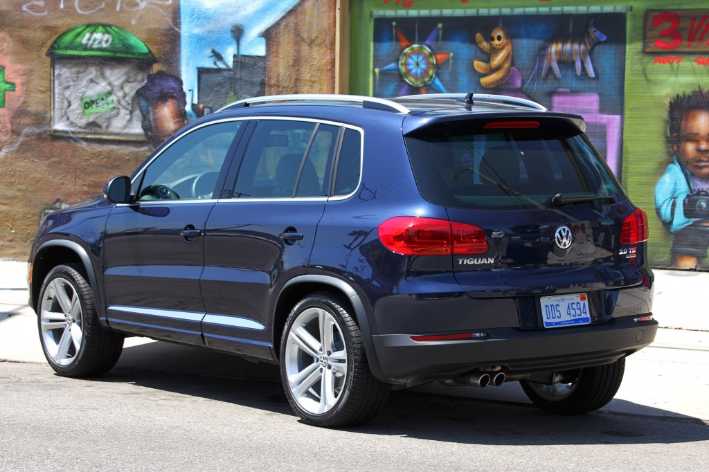 2014 volkswagen tiguan r line 4motion review price photos gayot. Black Bedroom Furniture Sets. Home Design Ideas