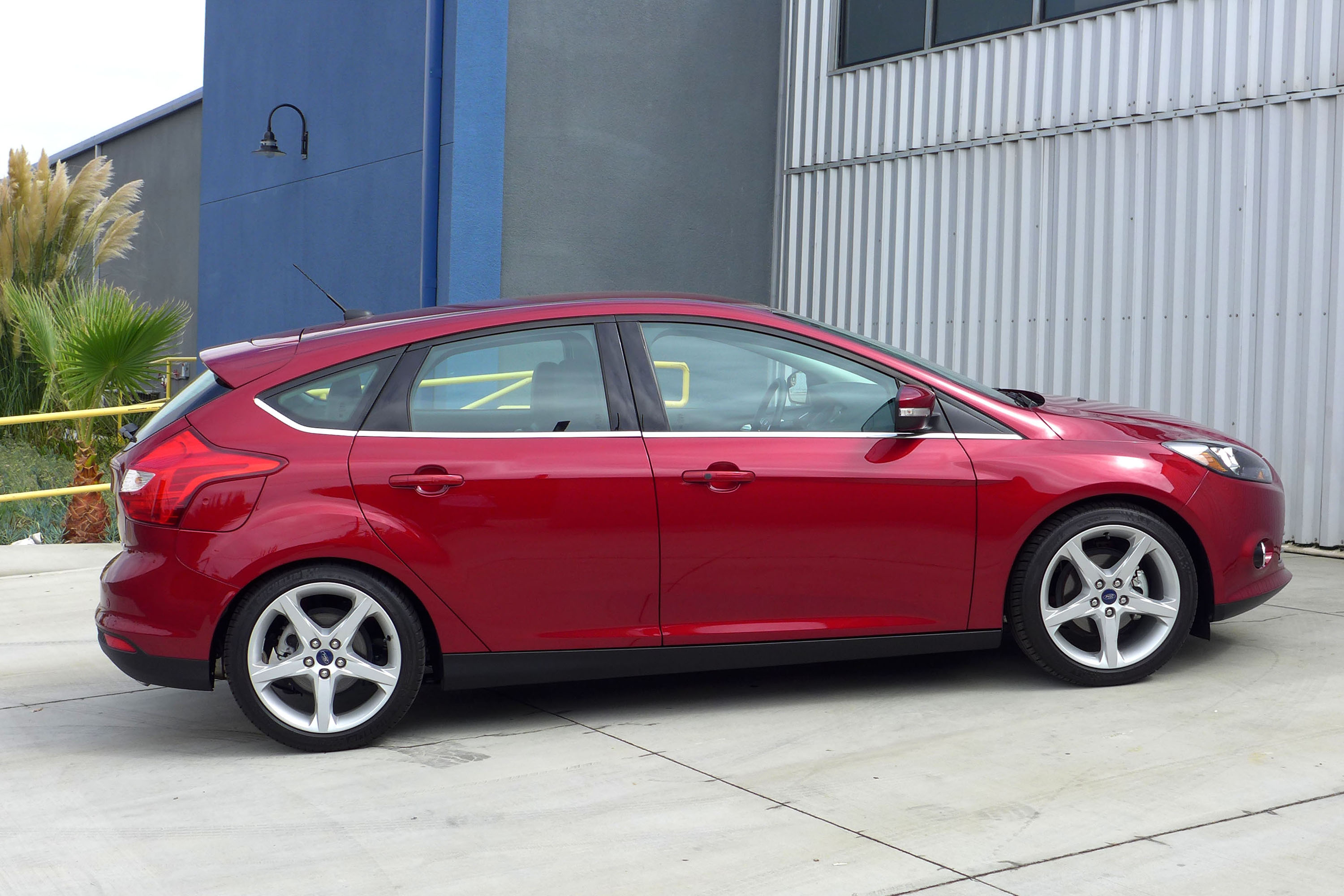 2014 ford focus titanium hatchback review price photos gayot. Cars Review. Best American Auto & Cars Review