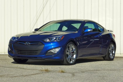 2015 Hyundai Genesis Coupe 3.8 front three quarter view