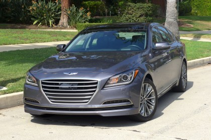 2015 Hyundai Genesis front three quarter
