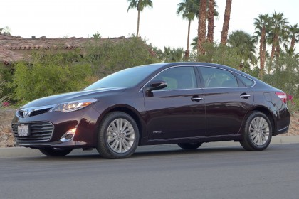 2015 Toyota Avalon Hybrid front three quarter view