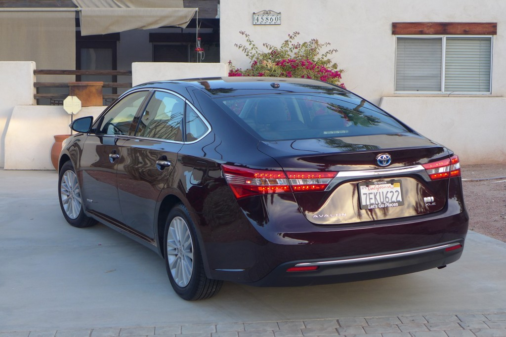 2015 Toyota Avalon Hybrid rear three quarter