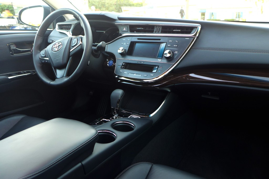 2015 Toyota Avalon dashboard