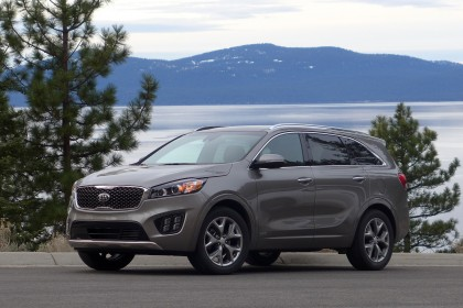 2016 Kia Sorento front three quarter