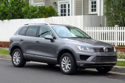 2015 Touareg front three quarter view