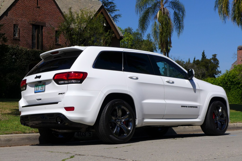 2015 jeep grand cherokee srt review gayot. Black Bedroom Furniture Sets. Home Design Ideas