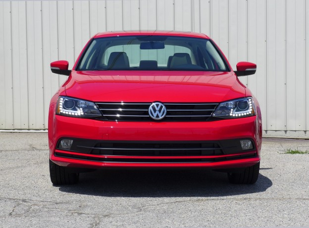 2015 volkswagen jetta se tsi a front view of the 2015 volkswagen jetta se tsi automobiles. Black Bedroom Furniture Sets. Home Design Ideas