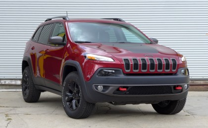 A three quarters front view of the 2016 Jeep Cherokee Trailhawk 4x4