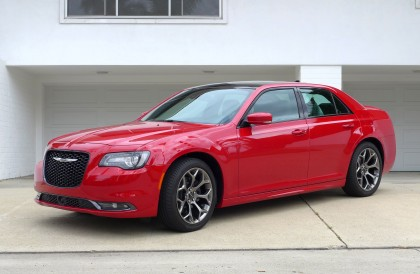 A three-quarter front view of the 2015 Chrysler 300S