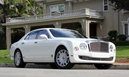 A three-quarter front view of the 2016 Bentley Mulsanne