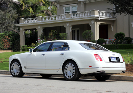 A three-quarter view of the 2016 Bentley Mulsanne