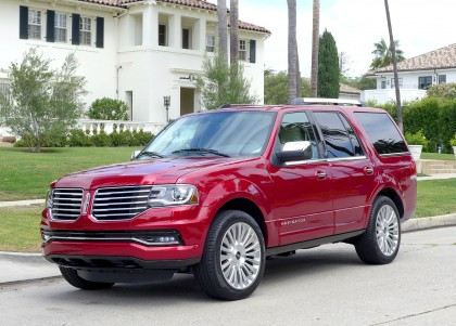 A three-quarter front view of the 2015 Lincoln Navigator 4x4