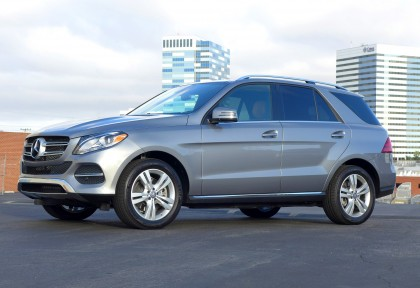 A three-quarter front view of the 2016 Mercedes-Benz GLE 400 4MATIC