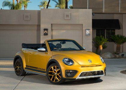 A three-quarter front view of the 2016 Volkswagen Beetle Dune Convertible